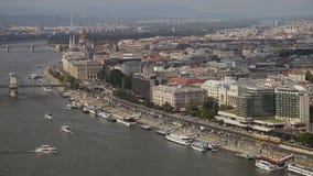 De Brug van Boedapest in Donau stock video