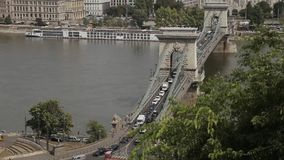 De Brug van Boedapest in Donau stock footage