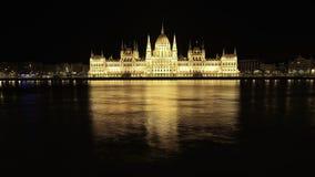 De brug van Boedapest over Donau bij nacht Stock Fotografie