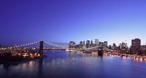 De Brug van Brooklyn bij nacht royalty-vrije stock fotografie
