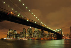 De brug van Brooklyn bij nacht Stock Foto's
