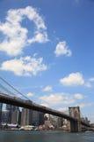 De Brug van Brooklyn - de Horizon van de Stad van New York Stock Afbeelding