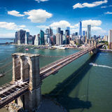 De Brug van Brooklyn in de Stad van New York - luchtmening stock foto's