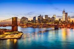 De Brug van Brooklyn en de horizon van Manhattan royalty-vrije stock foto's