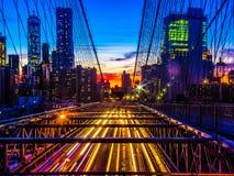 De Brug van Brooklyn en de horizon van Manhattan bij zonsondergang Royalty-vrije Stock Afbeelding