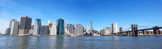 De Brug van Brooklyn en het panorama van Manhattan stock afbeelding