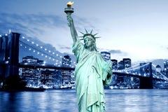 De Brug van Brooklyn en het Standbeeld van Vrijheid royalty-vrije stock afbeeldingen
