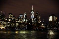 De Brug van Brooklyn en de horizon van Manhattan bij Nacht royalty-vrije stock afbeeldingen