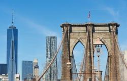 De Brug van Brooklyn met de lagere horizon van Manhattan Stock Afbeelding