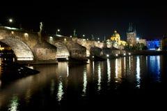 De brug van Charles in diepe nacht Royalty-vrije Stock Fotografie