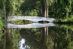 De brug van de bezinning. royalty-vrije stock afbeelding