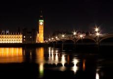 De brug van de Big Ben en van Westminster bij nacht Royalty-vrije Stock Foto