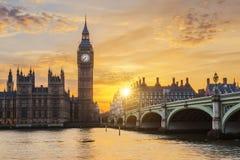 De Brug van de Big Ben en van Westminster bij zonsondergang Royalty-vrije Stock Afbeelding