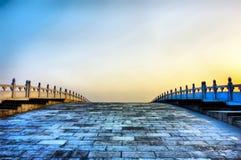 De brug van de boog in zonsondergangtijd Royalty-vrije Stock Afbeeldingen