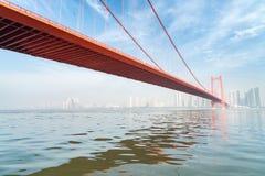 De brug van de de ondiepte yangtze rivier van de Wuhanpapegaai royalty-vrije stock foto