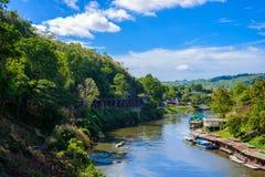De brug van de doodsspoorweg over Kwai Noi River bij Krasae-hol Royalty-vrije Stock Foto