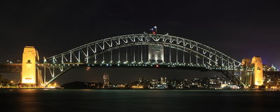 De Brug van de Haven van Sydney bij nacht Stock Afbeelding