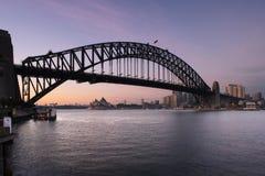 De Brug van de Haven van Sydney en het Huis van de Opera van Sydney bij DA Stock Afbeelding