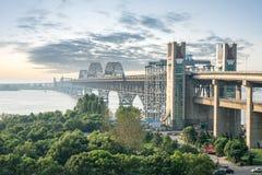 De brug van de Jiujiang yangtze rivier bij schemer royalty-vrije stock fotografie