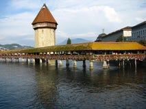 De brug van de kapel en de Toren van het Water, Luzerne Royalty-vrije Stock Foto