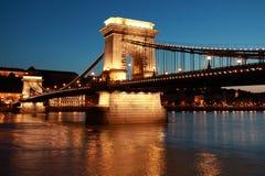 De brug van de ketting in Boedapest, Hongarije stock foto
