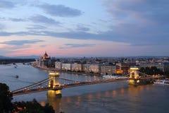 De Brug van de ketting en de rivier van Donau, Boedapest Stock Foto's