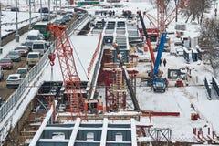 De brug van de reparatieweg in de winter Royalty-vrije Stock Fotografie