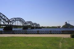De Brug van de spoorweg en de nieuwe nationale bibliotheekbouw Stock Fotografie