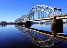 De brug van de spoorweg in Riga Stock Fotografie