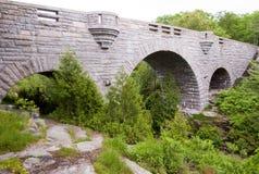 De brug van de steen in platteland Royalty-vrije Stock Fotografie