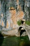 De brug van de steen in Zagori Stock Foto's