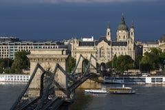 De Brug van de Szechenyiketting - Boedapest - Hongarije Stock Foto