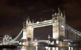 De brug van de toren bij nacht royalty-vrije stock foto's