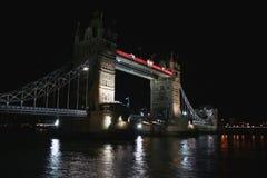De Brug van de toren bij nacht Stock Afbeelding