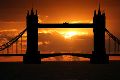 De brug van de toren bij zonsondergang Royalty-vrije Stock Afbeelding