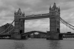 De brug van de toren in Londen Stock Foto's