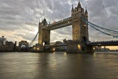 De brug van de Toren in Londen bij zonsondergang Royalty-vrije Stock Afbeeldingen