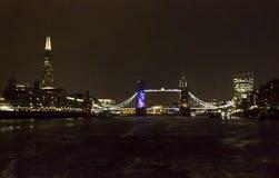 De Brug van de Toren van Londen bij nacht Royalty-vrije Stock Afbeeldingen
