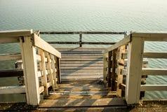 De brug van de waterkant Stock Fotografie