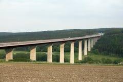 De brug van de weg over vallei stock foto's