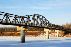 De brug van de winter over Saskatchewan rivier Stock Afbeelding