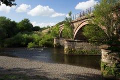 De brug van de zandsteenspoorweg royalty-vrije stock afbeelding