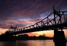 De brug van de zonsondergang stock afbeeldingen