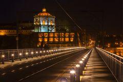 De Brug van Dom Luiz in Porto bij nacht Royalty-vrije Stock Foto's