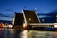 De brug van Dvorcoviy Stock Afbeeldingen
