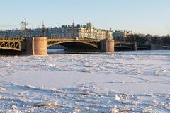 De brug van Dvortsovyj Stock Afbeeldingen