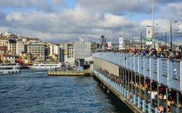De Brug van Galata in Istanboel, Turkije royalty-vrije stock foto's