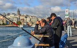 De Brug van Galata in Istanboel, Turkije royalty-vrije stock foto