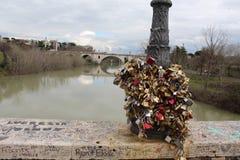 De brug van de hangslotliefde Stock Foto's
