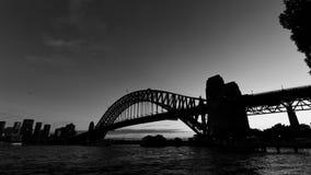 De Brug van de Haven van Sydney bij dageraad stock afbeeldingen
